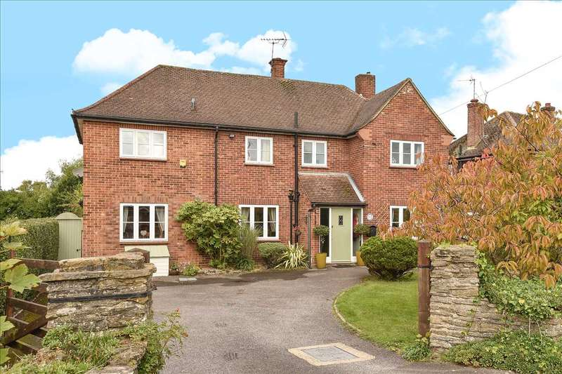 4 Bedrooms Detached House for sale in Kings Road, Crowthorne