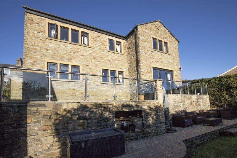 4 Bedrooms Detached House for sale in 19 Sunnybank Road, Greetland HX4 8JP