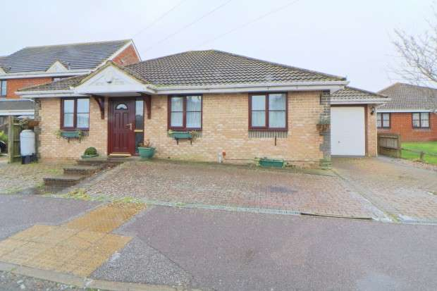 3 Bedrooms Bungalow for sale in St. Marys, Aberdale Road, Polegate, BN26