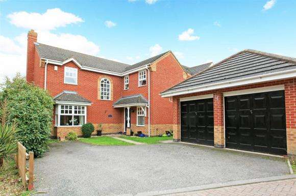 4 Bedrooms Property for sale in Holt Coppice, Bratton, Telford