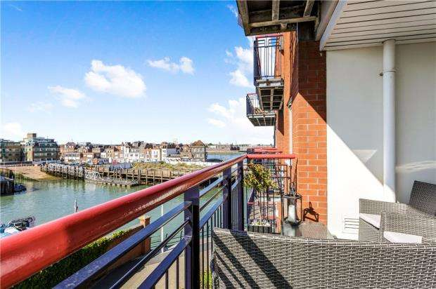 2 Bedrooms Apartment Flat for sale in Arethusa House, Gunwharf Quays, Portsmouth