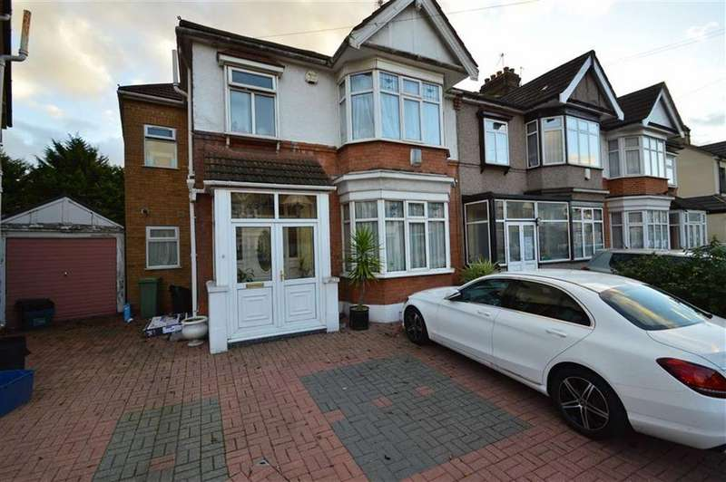 4 Bedrooms End Of Terrace House for sale in Castleview Gardens, Ilford, Essex, IG1