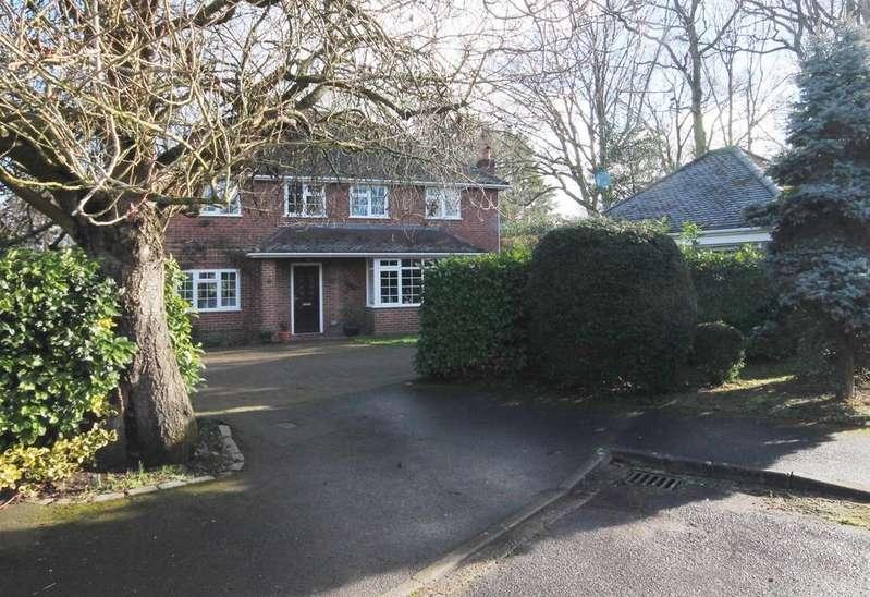 4 Bedrooms Detached House for sale in Hilder Gardens, Farnborough