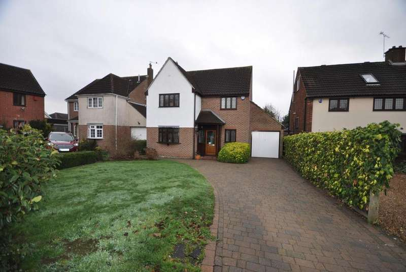 4 Bedrooms Detached House for sale in Ravenscourt Grove, Hornchurch, Essex, RM12