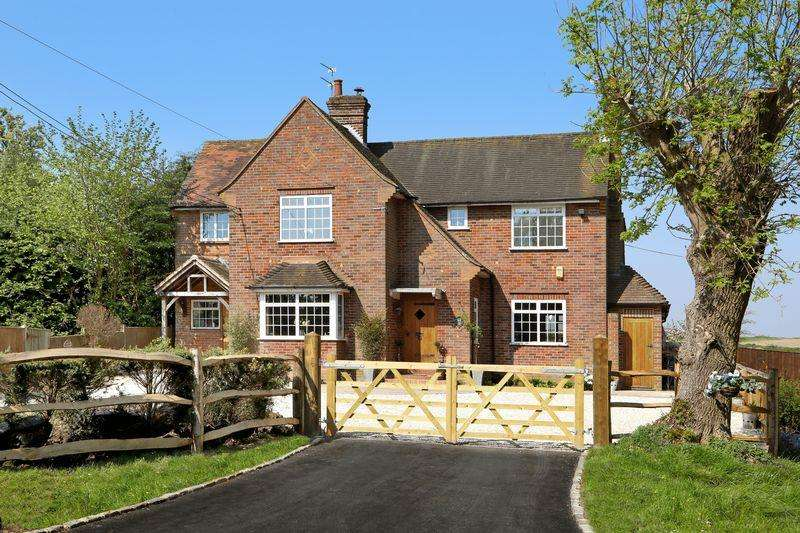 4 Bedrooms Detached House for sale in Wheeler End