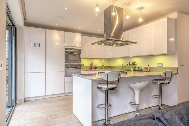 3 Bedrooms Terraced House for sale in Bon Marche Mews, West Norwood