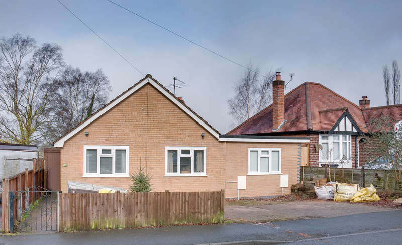 3 Bedrooms Detached Bungalow for sale in Church Road, Astwood Bank, Redditch, B96 6DD