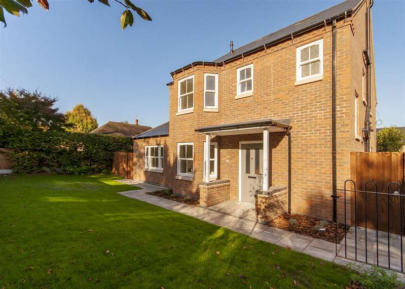 5 Bedrooms Detached House for sale in Mulberry Close, Bramcote, Nottingham