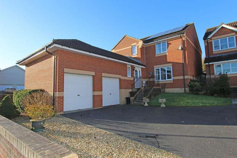 4 Bedrooms Detached House for sale in Plantagenet Drive, Cullompton, EX15