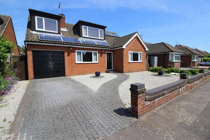 5 Bedrooms Detached House for sale in Sandon Road, Cheshunt, Herts, EN8