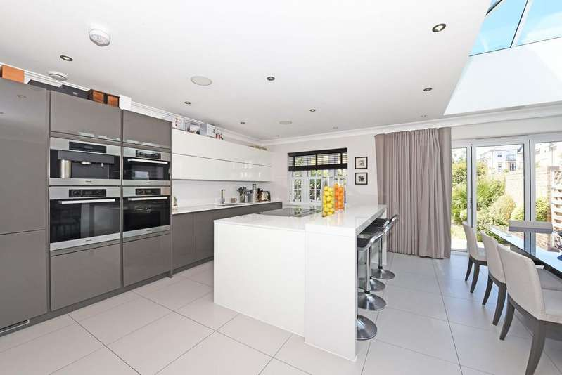 5 Bedrooms Semi Detached House for sale in Drury Close, London, SW15