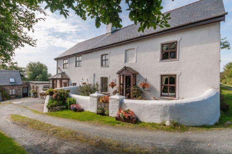 4 Bedrooms Country House Character Property for sale in Llandyfrydog, Llannerch-Y-Medd