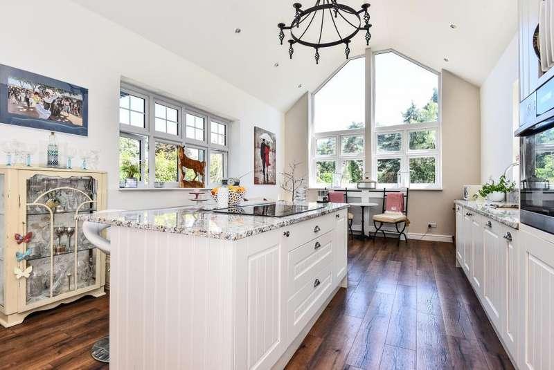 5 Bedrooms House for sale in Lightwater, Surrey, GU18