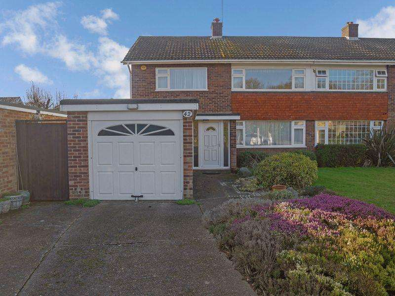 3 Bedrooms Semi Detached House for sale in Halkingcroft, Langley.