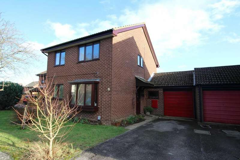4 Bedrooms Detached House for sale in Minden Close, Wokingham, RG41