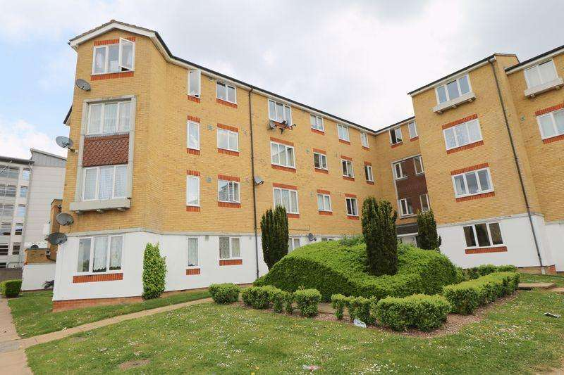 2 Bedrooms Flat for sale in Dadswood, Harlow