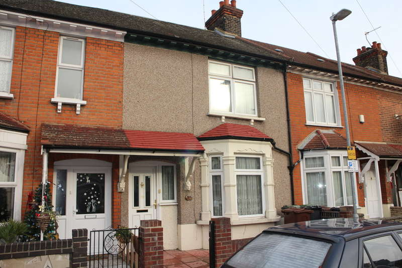 2 Bedrooms Terraced House for sale in Suffolk Road, Barking