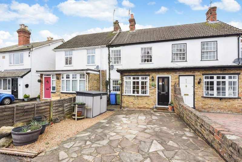 3 Bedrooms Terraced House for sale in Prospect Road, Farnborough