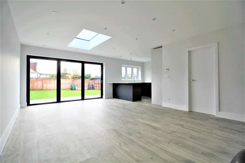 4 Bedrooms Semi Detached Bungalow for sale in Field View Road, Potters Bar