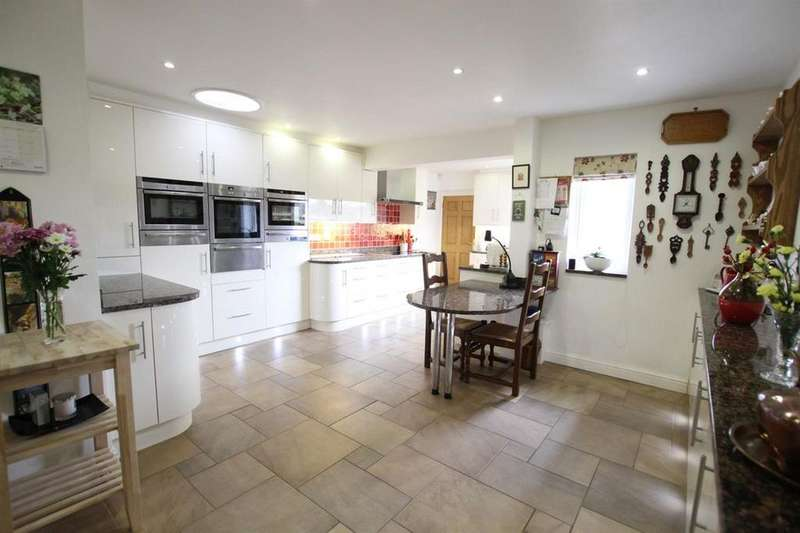 4 Bedrooms Detached House for sale in Groesffordd, Brecon