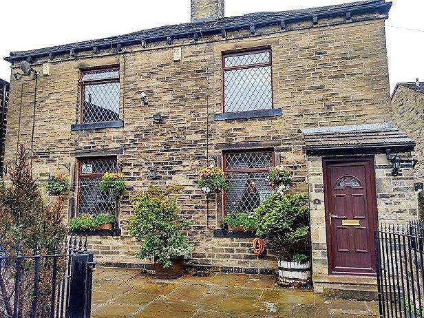 3 Bedrooms End Of Terrace House for sale in School Lane, Wibsey, Bradford, BD6