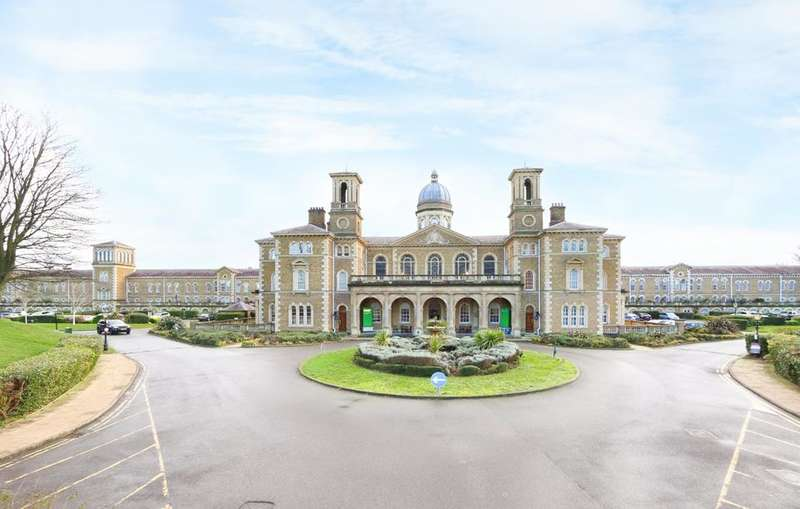 4 Bedrooms Flat for sale in Royal Drive, London N11
