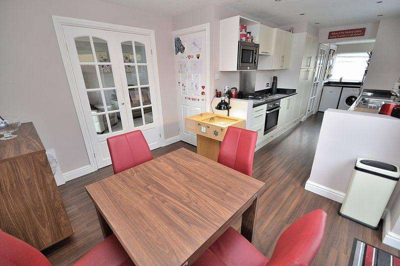 4 Bedrooms Semi Detached House for sale in Saxons Close, Leighton Buzzard