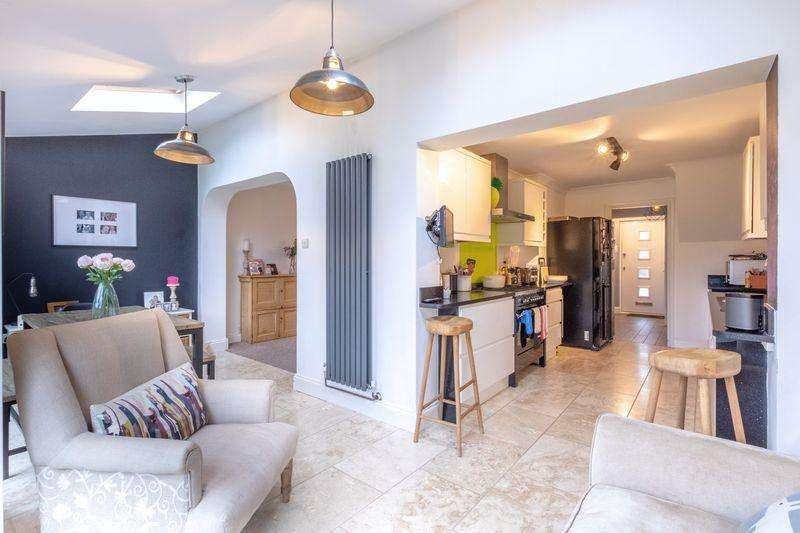 3 Bedrooms Semi Detached House for sale in Worthington Way, Colchester