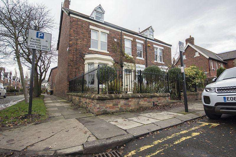 5 Bedrooms Terraced House for rent in Hawthorn Road, Gosforth, Newcastle Upon Tyne