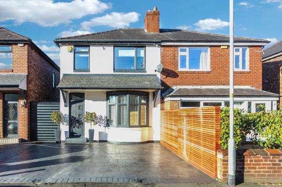 3 Bedrooms Detached House for sale in 9 Kew Road, m35 9lb