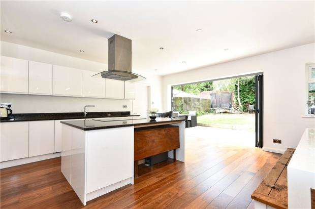 4 Bedrooms Detached House for sale in Cannon Court Road, Maidenhead, Berkshire