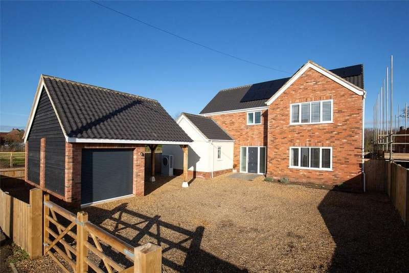 4 Bedrooms Detached House for sale in The Street, Ashwellthorpe, Norfolk, NR16