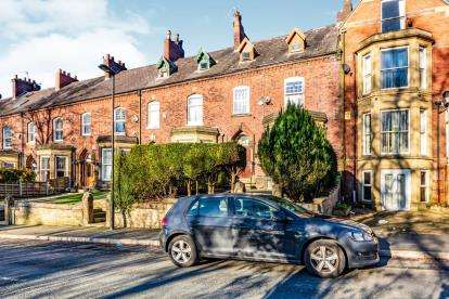 7 Bedrooms Terraced House for sale in Queens Road, Oldham, Greater Manchester