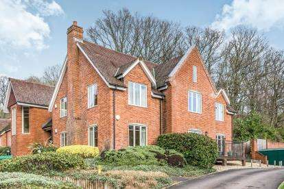 2 Bedrooms Retirement Property for sale in Salisbury Road, Sherfield English, Romsey