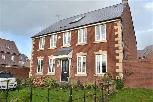 4 Bedrooms Detached House for sale in Shorn Brook Close, Hardwicke, Gloucester, GL2 4AX