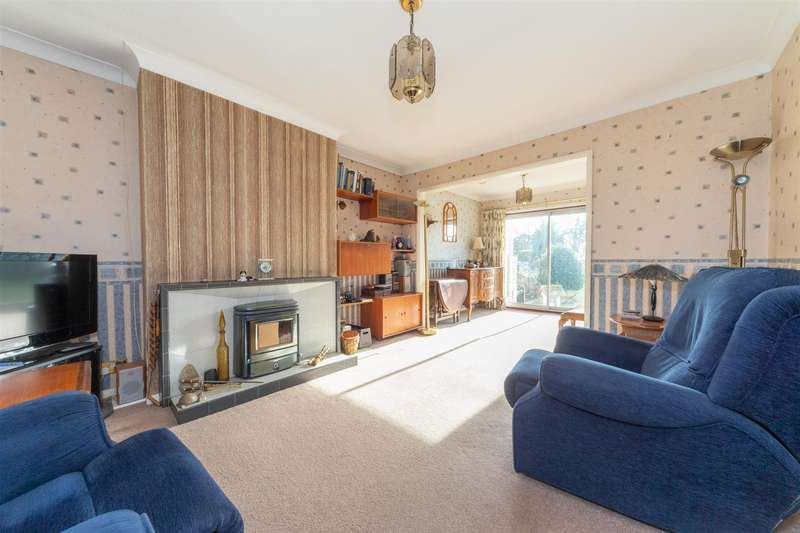 2 Bedrooms Semi Detached Bungalow for sale in The Dell, Caddington, Bedfordshire