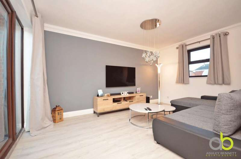 3 Bedrooms Semi Detached House for sale in Quarry Mews, Purfleet