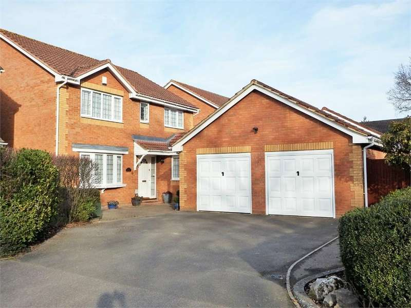 4 Bedrooms Detached House for sale in Prospect Avenue, FARNBOROUGH, Hampshire