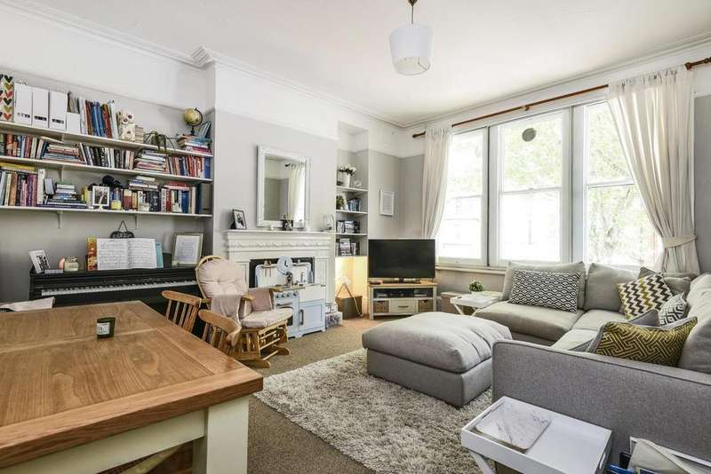 3 Bedrooms Flat for sale in Cavendish Road, Clapham