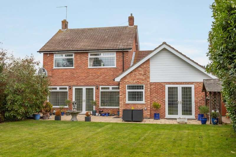 3 Bedrooms Detached House for sale in Borrow Road, Oulton Broad