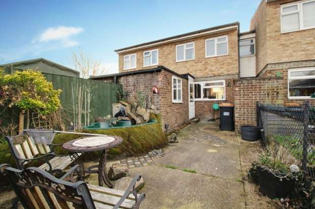 3 Bedrooms Semi Detached House for sale in Dines Close, Bedford, Bedfordshire, MK45 3BU