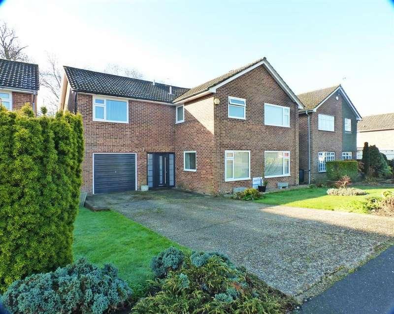 5 Bedrooms Detached House for sale in Ingrams Way, Hailsham