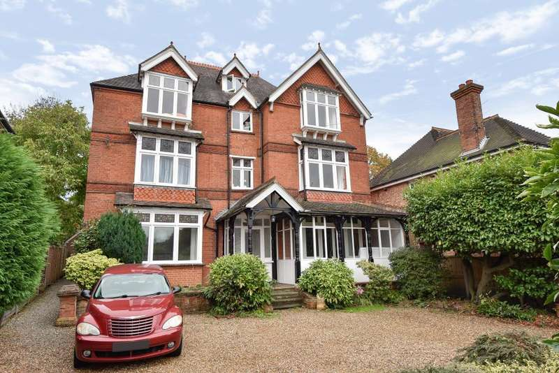 2 Bedrooms Apartment Flat for rent in Woodlands Road, Camberley, GU15