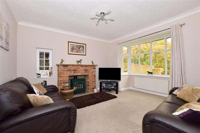 3 Bedrooms Detached Bungalow for sale in Bells Hill Road, Vange, Basildon, Essex