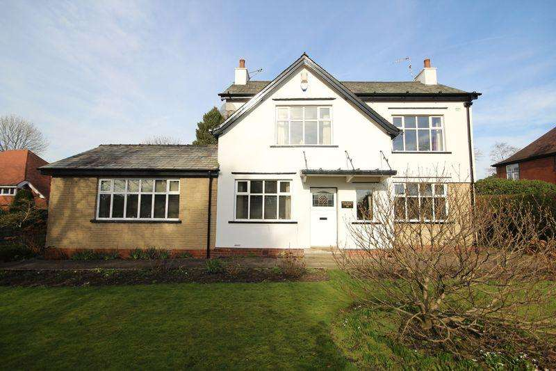 3 Bedrooms Detached House for sale in BURY ROAD, Bamford, Rochdale OL11 4AU