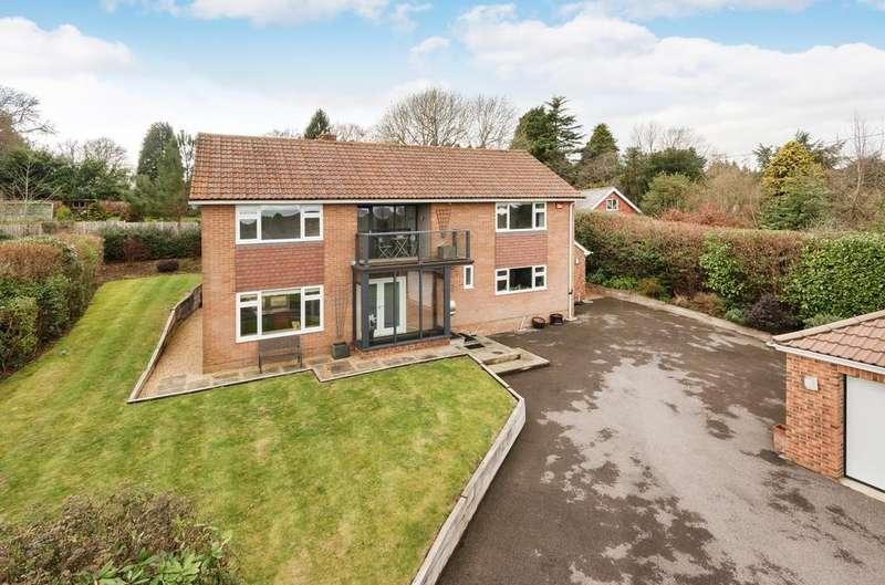 4 Bedrooms Detached House for sale in Pulens Lane, Petersfield, GU31