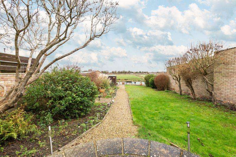 3 Bedrooms Detached House for sale in North Street, Stanground
