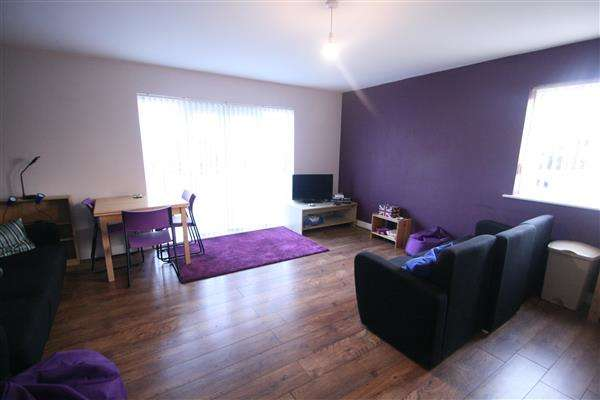 3 Bedrooms Apartment Flat for rent in Ratcliffe Court, Ipswich Road, Colchester