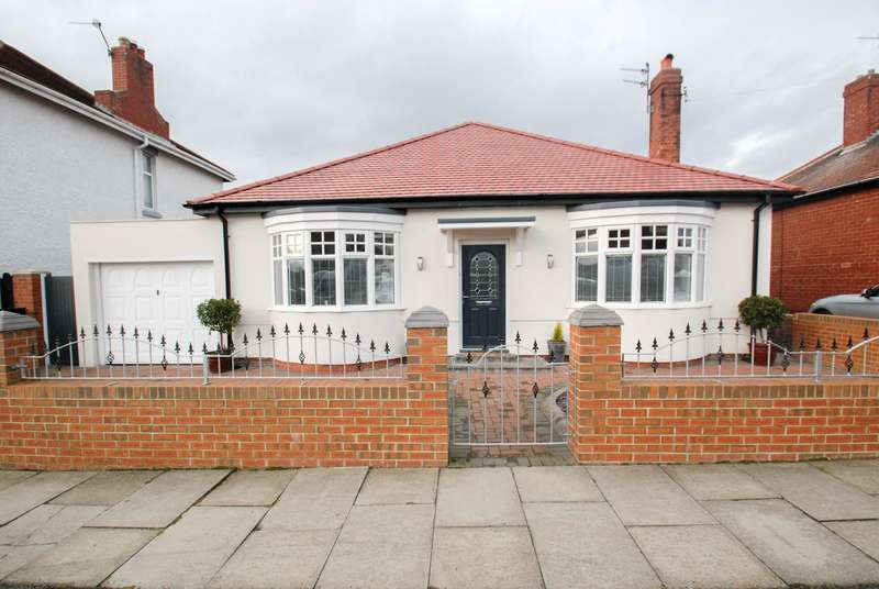 3 Bedrooms Bungalow for sale in St Peters Avenue, South Shields