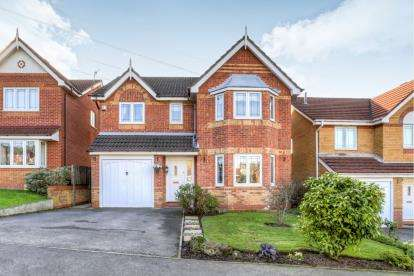 4 Bedrooms Detached House for sale in Cedar Avenue, Stalybridge, Cheshire, United Kingdom
